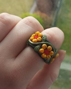 Polymer Clay Autumn Flower Ring by DruidOfTheValeDesign on DeviantArt Fimo Ring, Polymer Clay Ring, Fimo Clay, How To Make Clay, How To Make Rings, Diy Clay Rings, Cute Clay, Bead Jewellery, Clay Creations