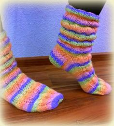 Arkimamman Arkiralli: Vaahtokarkki-kumpareet Socks, Knitting, Crafts, Fashion, Moda, Manualidades, Tricot, Fashion Styles, Breien