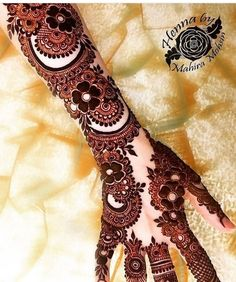 Top Dainty Engagement Mehndi Designs For Bride Kashee's Mehndi Designs, Floral Henna Designs, Full Hand Mehndi Designs, Legs Mehndi Design, Mehndi Designs For Girls, Mehndi Design Photos, Wedding Mehndi Designs, Mehndi Images, Arabic Henna Designs