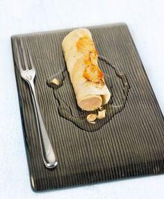 Para la mousse de foie:  Abrir el taco de hígado de pato y desnervar con la ayuda de un cuchillo pequeño. Sazonar con un poco de sal y pimienta . Seguidamente cortar en trozos y triturar ...