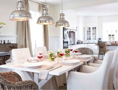 Industrial and clean dining room. Love the lamps! passiondecor-de-marieclaude: Via artwood.se