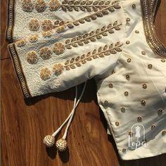 No photo description available. Hand Work Blouse Design, Simple Blouse Designs, Stylish Blouse Design, Fancy Blouse Designs, Bridal Blouse Designs, Blouse Neck Designs, Lehenga, Sarees, Designer Blouse Patterns