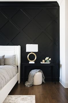 home accents diy Stylish Luxurious DIY Accent Wall Interior Ideas For Inspiration Black Accent Walls, Black Walls, Black Painted Walls, Black Wall Paints, Black Bedroom Walls, Black Painting, Wall Accents, Black Accents, Home Bedroom