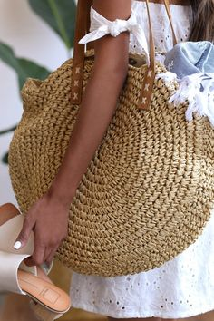Best 11 The Billabong Round About Beige Woven Tote is the talk of the town! Beige woven straw shapes this unique round tote. Magnetic closure opens to a roomy interior with zippered sidewall pocket. Twin vegan leather tote handles with a 10 drop. Crochet Tote, Crochet Handbags, Crochet Shoulder Bags, Bag Pattern Free, Round Bag, Boho Bags, Basket Bag, Knitted Bags, Handmade Bags