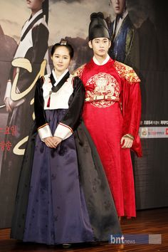"""Han Ga In and Kim Soo Hyun, lead roles of """"The Moon Embraces the Sun"""""""
