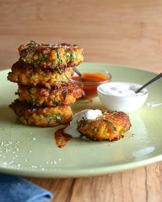 Kale-Sweetpotatoe-and-Quinoa-Fritters_platter-ready-to-eat!