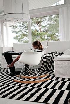 Via Coos-je | Black and White | Ikea Stockholm Rand Rug | Eames Rocker