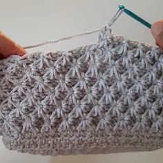 Learn how to create the Crochet Bead Stitch. The bead stitch is similar to a puff stitch but it is worked around a double crochet next to it instead. Learn to crochet beads stitch wh pretty and super stretchy crochet ribbing. I pinimg com Vintage Crochet Patterns, Crochet Stitches Patterns, Knitting Patterns, Crochet Star Stitch, Crochet Stars, Double Crochet, Easy Crochet, Free Crochet, Tunisian Crochet