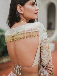 Silk Saree Blouse – 20 Latest Blouse Designs For Silk Sarees - pinpon.site/fashion Silk Saree Blouse – 20 Latest Blouse Designs For Silk Sarees Blouse Back Neck Designs, Fancy Blouse Designs, Bridal Blouse Designs, Saree Blouse Designs, Indian Blouse Designs, Choli Blouse Design, Sari Bluse, Lehenga Blouse, Lehenga Choli