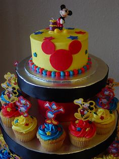 mickey mouse cupcakes   Mickey Mouse cupcake tower (2)