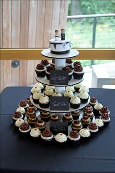 wedding cupcakes - with flavor labels