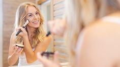 Für alle, die es morgens immer eilig haben: Wir haben die besten Tipps für eine einfache Beauty-Routine, die schnell schön macht