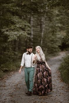 7 Things To Do Before Your Smoky Mountain Engagement Photos Night Photography, Engagement Photography, Wedding Photography, Smoky Mountains Map, Appalachian Mountains, Mountain Engagement Photos, North Carolina Mountains, Engagement Photo Outfits, National Parks Usa