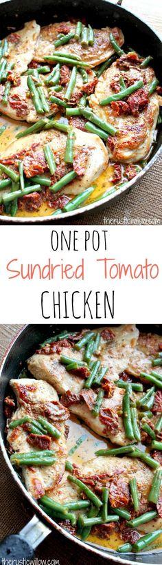 Green Bean & Sundried Tomato Chicken, soaking in a scrumptious creamy sundried tomato sauce | therusticwillow.com