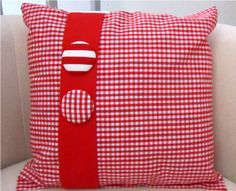 En vichy rojo. Sewing Pillows, Diy Pillows, Decorative Pillows, Red Gingham, Gingham Check, Pillow Talk, Bed Covers, Pin Cushions, All Design