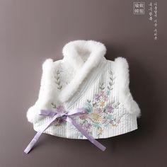Pet Fashion, Baby Girl Fashion, Kids Fashion, Korean Hanbok, Korean Dress, Korean Traditional Dress, Traditional Outfits, Korean Crafts, Baby Girl Winter