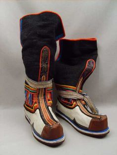 Lapland style boots ~ Love these! On Shoes, Shoe Boots, Men's Boots, Lappland, Folk Costume, Costumes, Tibet, Traditional Outfits, High Boots