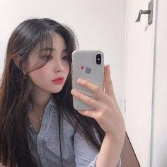 Pretty Korean Girls, Cute Korean Girl, Beautiful Asian Girls, Selfies, Girls Mirror, Ulzzang Korean Girl, Ulzzang Fashion, Best Face Products, Kpop Girls