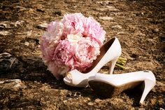 nice composition! bouquet, shoes and rings!