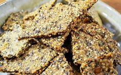 Easy Grain Free Crackers for Keto and Low carb - The Nourished Caveman Seed Crackers Recipe, Gluten Free Crackers, Cracker Recipe, Vegetarian Recipes, Cooking Recipes, Healthy Recipes, Healthy Fats, Snacks Recipes, Keto Snacks