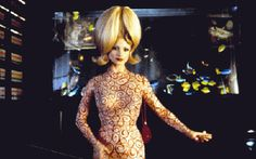 "Lisa Marie Reveals ""Mars Attacks"" Injury 20 Years Later -- And Talks New Horror Flick! Tim Burton Halloween Costumes, Cool Costumes, Costumes For Women, Juliet Movie, Martin Short, Mars Attacks, Ensemble Cast, Cosplay Characters, The Martian"