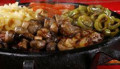 Сач с пилешко и свинско - Рецепта. Как да приготвим Сач с пилешко и свинско. Пресовайте чесъна и го смесете със ...