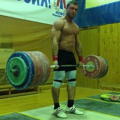 Bending that bar and making it look easy - Deadlifts Dmitry Kolkov. Russians know how to train,