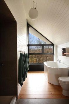 Traditional Quebec house Bathroom-La Cornette by YH2 Architectes