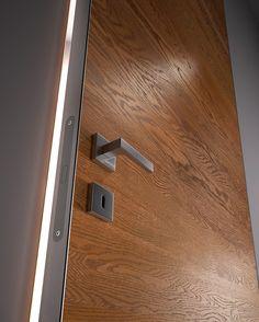 Hinged flush-fitting wooden #door BISYSTEM - GAROFOLI #wood Flush Door Design, Main Door Design, Internal Wooden Doors, Wood Entry Doors, Front Doors, Exterior Doors With Glass, Wood Exterior Door, Porte Design, Barn Door Handles