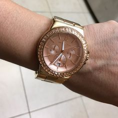 MK rose gold watch Stainless steel gold rose. Works- some scratching on the bracelet from rubbing up against my desk. Extra links and original packaging. ❌No trades❌ Make me an offer Michael Kors Accessories Watches