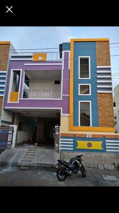 House Outer Design, House Front Wall Design, Bungalow House Design, Modern House Design, Modern Houses, Front Elevation Designs, House Elevation, Building Elevation, House Paint Exterior