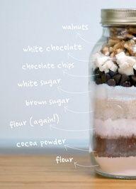 edible gifts are my fav brownie mix in a jar Mason Jar Meals, Mason Jar Gifts, Meals In A Jar, Mason Jars, Brownies In A Jar, Homemade Brownies, Brownie Jar, Making Brownies, Cookies Receta