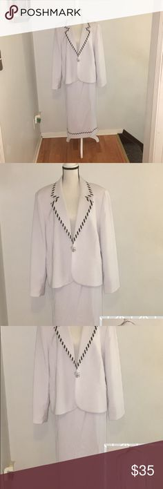 🅿️White with black stripes around the jacket .🅿️ 🎊White with black stripes around the jacket 🎊 100 %Polyester. You will need to put the suit in the cleaners. It's Dry Clean only Night Studio New York Dresses
