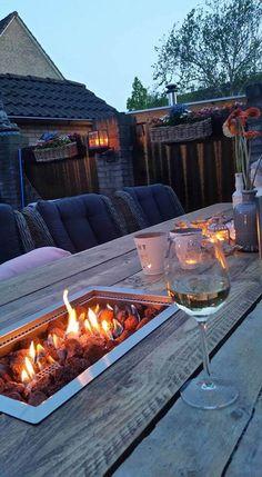 Geleverd aan klant. Steigerhouten vuurtafel. Mooi en functioneel. Wauw! Wat een plaatje.. Kijk op www.vuur-tafels.nl voor meer sfeerimpressies.