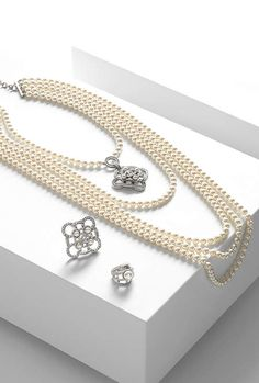 http://www.chanel.com/en_US/fashion/products/costume-jewelry/g/s.long-necklace-metal-glass-pearls.16B.A96223Y99542Z…