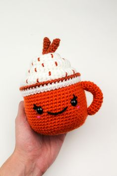 Make your very own cute pumpkin spice latte for fall and autumn!! Get started with amigurumi with this crochet drink pattern for spooky season. Create your own cute pumpkin spice with this easy and unique crochet pattern. Cute and kawaii, this basic and beginner friendly DIY project is perfect for any crocheter that loves fall and halloween. This stuffed animal amigurumi is perfect for home decor. Great project for the holidays! Stuffed animal plushie that can be made quickly.