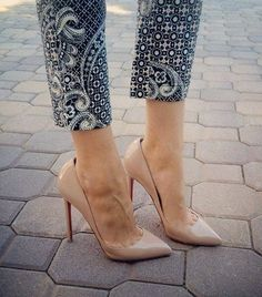 Office Style / Printed pants and beige Louboutins (instagram: the_lane)