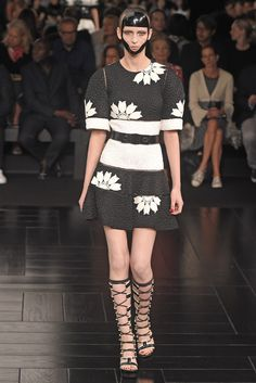 Alexander McQueen RTW Spring 2015 - Slideshow How cute is this???