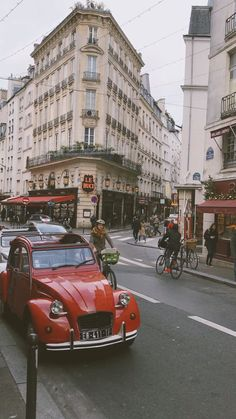 New York Discover Paris . Aesthetic Movies, Sky Aesthetic, Travel Aesthetic, Paris France, Merci Paris, Montmartre Paris, Paris Video, Tour Eiffel, Beautiful Places To Travel