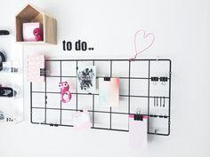 DIY-opslagstavle, lavet af espalier fra Ikea