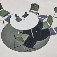 Defined Outdoor Rug Round by Cane-Line Having the right accessories for a given space can work wonders with pulling together the look of the arrangement; and the Defined Outdoor Rug, Round does so with its simple and pleasant design. Deck Furniture, Furniture Design, Furniture Ideas, Outdoor Rugs, Outdoor Dining, Copenhagen City, Circular Table, Chic Living Room, Living Spaces