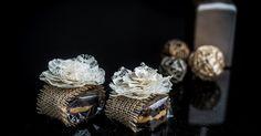 Bem-casado de chocolate embrulhado em papel celofane com flor rendada, do Casal Garcia Bolos. Preço: R$ 5,30 a unidade. Informações: www.casalgarciabolos.com.br | Preço e disponibilidade pesquisados em abril de 2015 e sujeitos a alterações