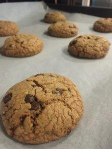 Μπισκότα φανταστικά από την Αργυρώ Μπαρμπαρίγου | Τα ωραιότερα μπισκότα που έχουμε φτιάξει μαζί. Ανεπανάληπτη συνταγή! Καλή επιτυχία Greek Pastries, Sweet Life, Chocolate Chip Cookies, Sweet Recipes, Cookie Recipes, Deserts, Food And Drink, Vegetarian, Sweets