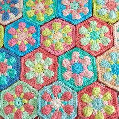 Dotty Flower Hexies | little woollie | Bloglovin'