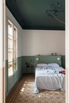 Colour blocking brightens fire-damaged Klinker Apartment in Barcelona – Architectural Style Bedroom Green, Bedroom Colors, Bedroom Decor, Bedroom Ideas, Bedroom Curtains, Bedroom Furniture, Furniture Ideas, Moving Walls, Barcelona Apartment