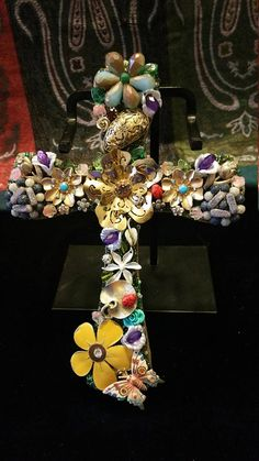 Vintage jewelry cross. Made whit diferentes kind of flawer pins and earrings.