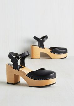 These classic clogs from Swedish Hasbeens pair perfectly with your eloquent approach to life! Their versatile black leather makes a fine accompaniment to an assortment of looks, so buckle on the ankle harnesses of these heels and start strutting their wood heels around campus.