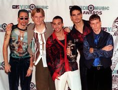 """One Direction's """"Drag Me Down"""" Music Video Is Just Like The Backstreet Boys' """"I Want It That Way"""" & The BSB Guys Love It"""