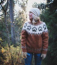 Sender denne villmarksgenseren til @jilloieremme i morgen 🐾 Håper den vil holde deg varm i nydelige Sunnmøre i vinter 🎿❄ Måtte ha den med i… Sweater Fashion, Sweater Outfits, Men Sweater, Drops Design, Ravelry, Icelandic Sweaters, Dog Paws, Mittens, Knitting Patterns