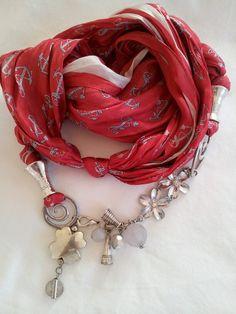 collana o cintura con foulard di seta